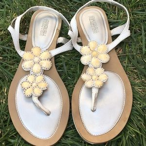 🍁 Kenneth Cole Reaction Flat Sandals Flower